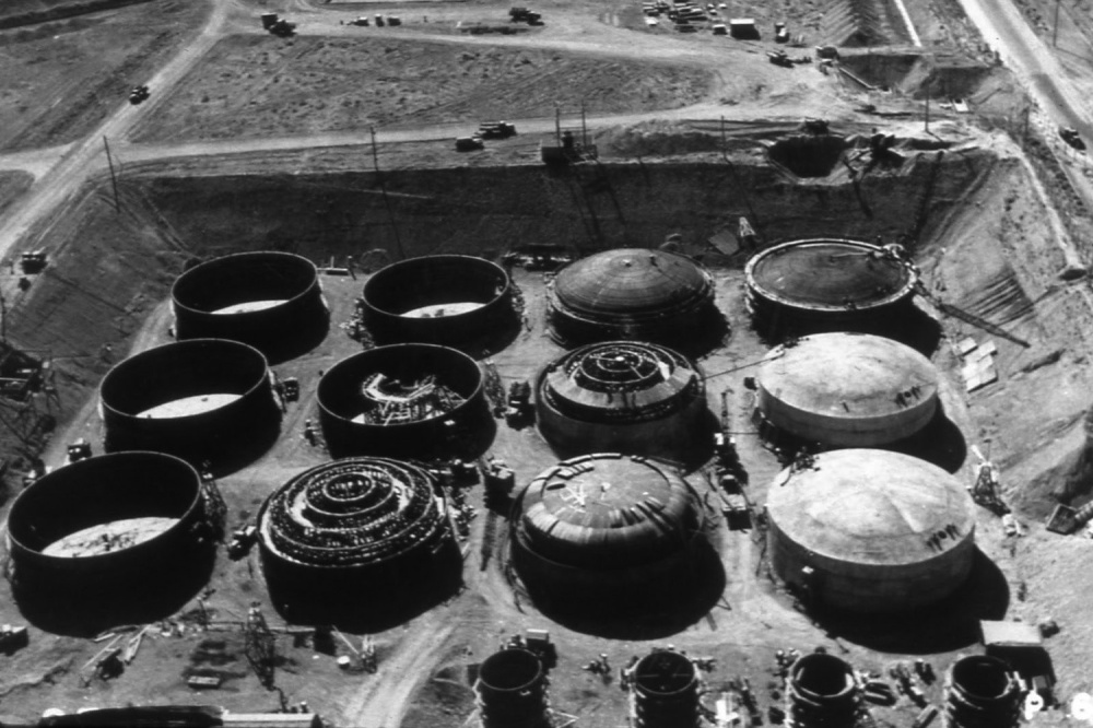 The single walled containment tanks as they were being built in the 1940's. These are some of the ones which have leaked into the waters of the Columbia basin. Image from High Country News