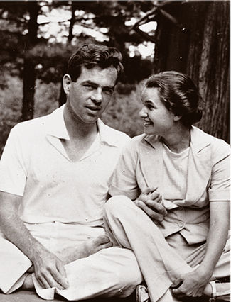 Joseph Campbell, and Wife modern dancer Jean Edman Campbell 1939 By Source, Fair use, https://en.wikipedia.org/w/index.php?curid=23501346